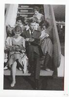 Carte Postale Portrait d'Hergé. A la descente de l'avion Carte n°4. Tirage 50 ex