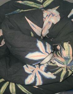 Pottery Barn Roxy Island Life Reversible Comforter King  Black Floral