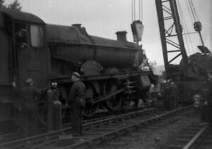 PHOTO  5 OF 11 GWR LOCO 6963 THROWLEY HALL DE-RAILMENT AT ABERGAVENNY LOOP C.195