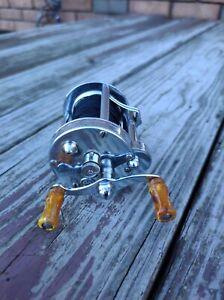 Vintage Pflueger SkilKast No.1953 Bait-casting Fishing Reel Level Wind USA