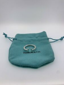 """Tiffany & Co. 925 Sterling Silver """"T"""" Square Ring Band Size 8 Auction"""