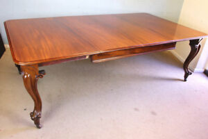 ANTIQUE VICTORIAN LARGE MAHOGANY EXTENDING DINING TABLE