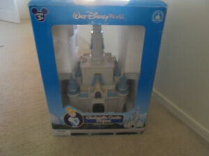 WALT DISNEY WORLD CINDERELLA CASTLE PLAY SET STILL IN BOX WITH CHARACTERS