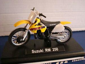 Suzuki RM 250 Cross - WELLY 1:18