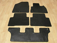 Hyundai Santa FE 2012-on Fully Tailored RUBBER Car Mats in Black.