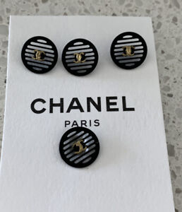 ONE AUTHENTIC VINTAGE CHANEL CC LOGO BLACK  METAL BUTTON 17MM 2002