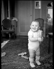 Jeune enfant bébé nourrisson jouant jouets - Ancien négatif photo an. 1930