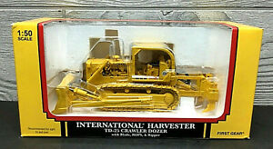 HTF!! International Harvester IH TD-25 Crawler Dozer w/ Ripper First Gear 1:50