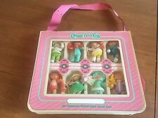 """Vintage Cabbage Patch Kids """"Brag Bag"""" With 8 Poseible CPK Dolls 1984"""