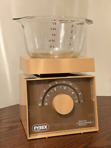 Vintage Pyrex Kitchen Weighing Scales with Removable Glass Measuring Bowl