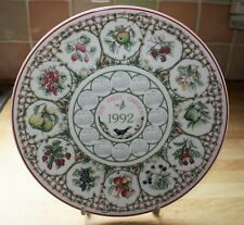 WEDGWOOD 1992 CALENDAR PLATE FEATURING COUNTRY GARDENS - THE FRUIT GARDEN 2 OF 5
