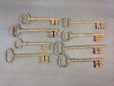 Lot 8 anciennes grosses clés de serrure déco atelier usine industriel old keys