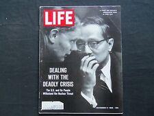 1962 NOVEMBER 9 LIFE MAGAZINE - U THANT AND BRITISH AMBASSADOR - L 1326
