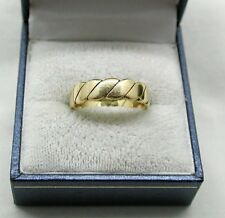 Lovely Heavy 18ct Gold Twist Design Keeper Ring