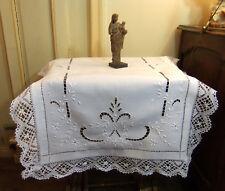 Petite Nappe d'autel en lin  93 X 80 cm - Broderie et Dentelle aux Fuseaux