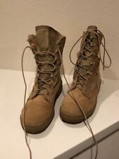 shoes women boots desert size 8 U.S. Army issue tan, upper material is leather.