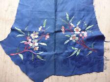ancien tissu textile broderie soie fond bleu damassé fleur pour collection