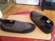 womens size 8 wave zone water swim shoes