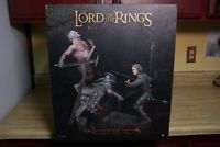 NEW ARAGORN VS URUK HAI WALL OF HELMS DEEP DIORAMA STATUE SIDESHOW LORD OF RINGS