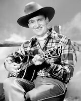 GENE AUTRY ACTOR AND SINGING COWBOY - 8X10 PUBLICITY PHOTO (CC884)