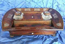Un escritorio William LV. Palo De Rosa Chapada Standish/Tinta De Pie. Circa década de 1830