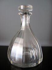Ancienne carafe cristal Baccarat à facette.