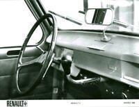 Photo de presse ancienne automobile voiture Renault 4 usine Billancourt