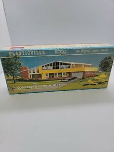 Vintage Plasticville USA Contemporary House 2976-298 Not Sure If it's complete.