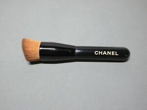 NEW Chanel 2-In-1 Foundation Brush Travel Size