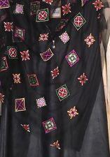 Exceptionnel tissu tulle noir brodé de toute beauté 150 cm de large au mètre