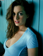 Anne Hathaway Unsigned 8x10 Photo (13)