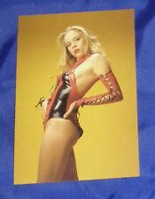 ERIC KROLL Postkarte EROTIK Ak Fetisch BDSM blond LOLITA Lack latex body sexy
