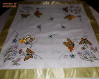 NAPPE SURNAPPE BRODEE SUR VOILE FIN POLYESTER 85CM CARREE PAPILLONS JAUNE OR*