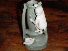 vase enfant et escargot terre cuite peinte