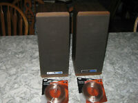 Koss matched pair M80 Bookshelf speakers with wires