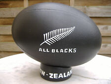 LONGCHAMP RARE BALLON DE RUGBY ALL BLACKS NEW-ZEALAND EN PORCELAINE  AN 70-80