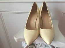 B Brian Atwood Cream White Snakeskin Elegant Sexy Shoes US 10