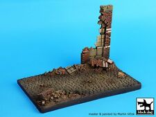 Black Dog 1/35 Street Section with Ruined Wall Diorama Base (130x85x80mm) D35019