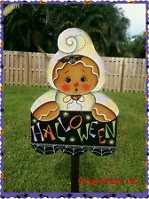 HP wooden yard stake gingerbread in ghost costume holding Halloween banner