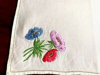 VINTAGE EMBROIDERED CREAM LINEN TRAY CLOTH TABLE CENTRE 14x19 INCHES