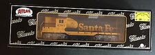 Atlas 10 002 034 Gp7 Santa FE #2761 Classic Gold Diesel Locomotive