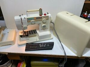 JANOME STRAIGHT ZIG ZAG ELECTRIC SEWING MACHINE IN WORKING ORDER WITH CASING