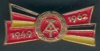 Abzeichen 13 Jahre DDR 1962 -teils farbig lackiert, goldfrabend, I/II