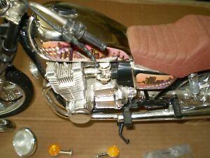 MODEL  VINTAGE YAMAHA MOTORCYCLE 1/6 or 1/9 ?