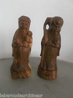 Deux statues homme sage. Asie