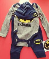BOYS INFANT DC BATMAN 3 PIECE SET BODYSUIT, PANTS AND HAT SIZE 6-9 MONTHS NWT