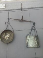 Tres ancienne balance murale nombreux marquage fer forgé cuivre