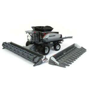 1/64 Gleaner S98 Combine with both Corn and Grain Head SCT760