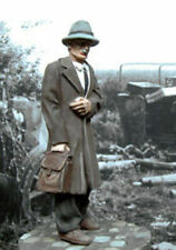 1//35 Scale Civilian with bag on his shoulder