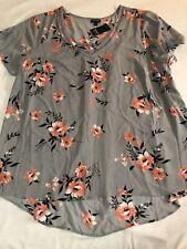 Women's Torrid Size 2 Gray/Pink Floral Top